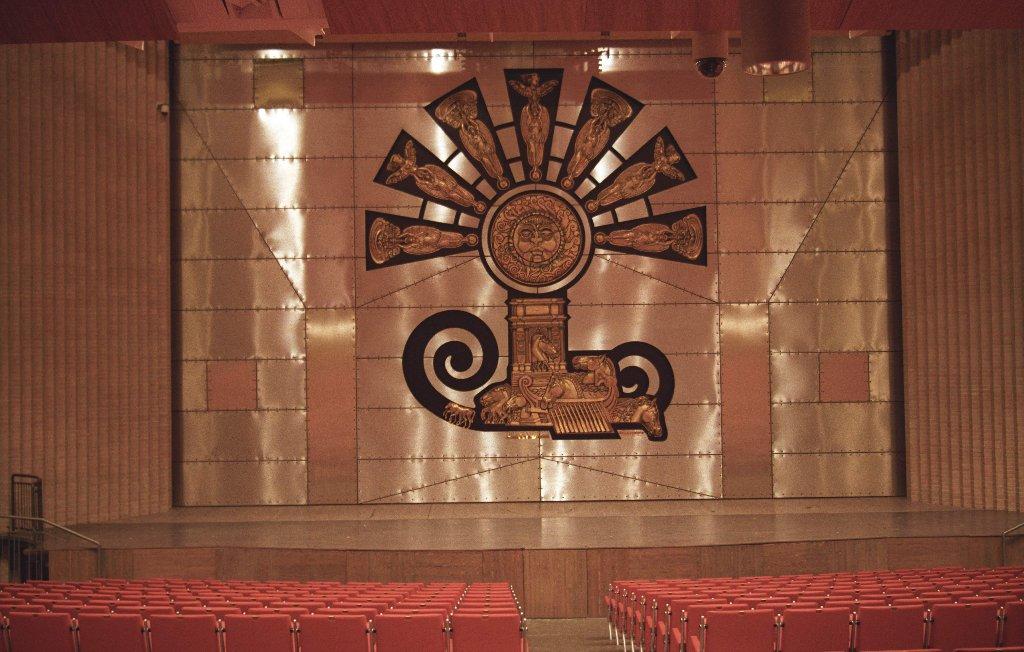 Il sipario di trubbiani per il teatro delle muse